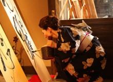 京都教室 書作展にて。丹後ちりめんを短冊に見立て。 School Group exhibition – Gallery Be Kyoto, Kyoto